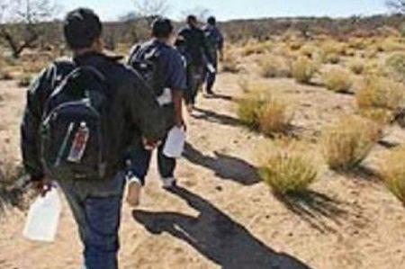 Rescatan a 54 migrantes en el desierto de Sonora