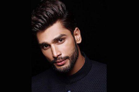Joven de la India es elegido el 'hombre más guapo del mundo'