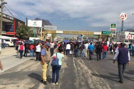 CNTE mantiene bloqueos carreteros en Oaxaca