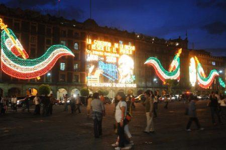 Campana monumental adornará Zócalo en fiestas patrias