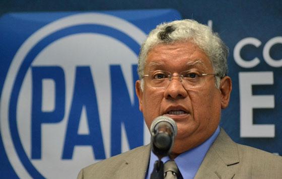Denuncian a Yunes Linares en la PGR