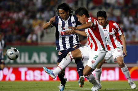 Monterrey busca mantener paso ganador ante Necaxa
