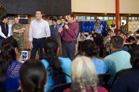 Insta EPN a apoyar a los damnificados por 'Earl' y 'Javier'