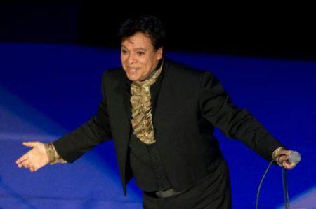Juan Gabriel busca 'desesperadamente' a Paul McCartney