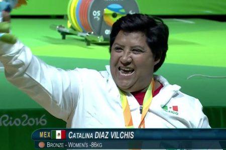 Catalina Díaz se cuelga bronce en levantamiento de potencia