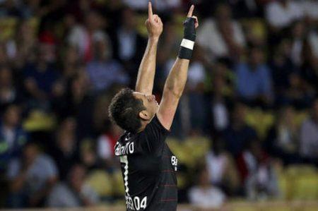 'Chicharito' anota su gol 100 en Europa