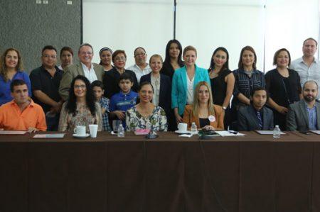 Imparten conferencia 'Vive el Autismo'
