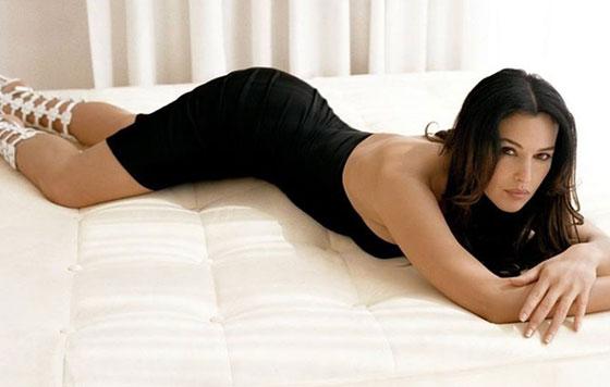 Monica Bellucci se desnuda a sus casi 52 años