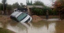 Obra inconclusa de Comapa 'se traga' autos y motociclistas