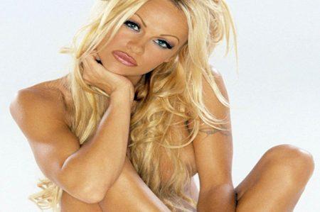 Pamela Anderson se desnuda a los 49 años
