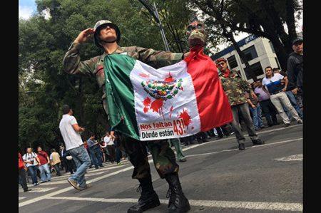Marchan al Zócalo a 2 años de Ayotzinapa
