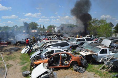 Se incendia negocio de auto partes en la colonia Mitras