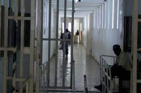 Penales con prestación de servicio maltratan a internos, denuncian