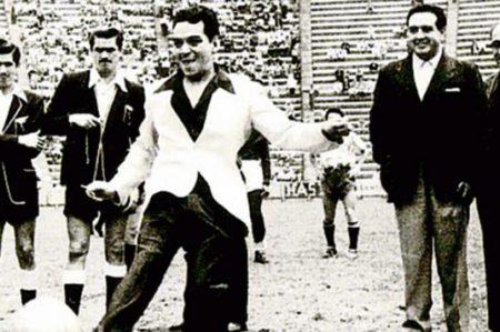 Cantinflas va al rescate del club