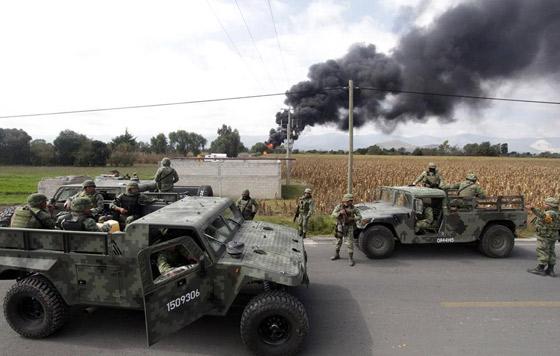 Pemex confirma incendio en ducto por toma clandestina en Puebla