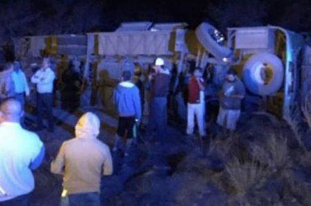 Volcadura de autobús deja 19 lesionados en Sonora