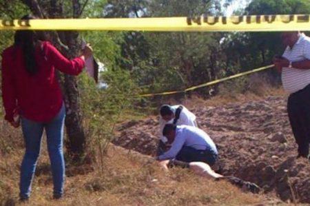 Hallan a mujer asesinada en predio de Xochimilco