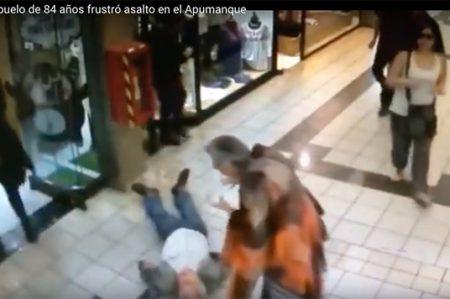 Anciano de 84 años frustra robo y es regañado por su esposa