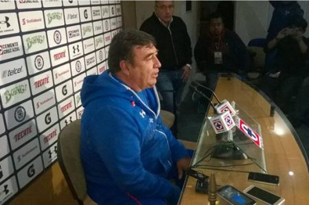 Cruz Azul pierde a Julián Velázquez por cuatro semanas