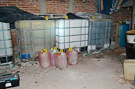 PGR asegura 5 mil litros de hidrocarburo y autos en Veracruz