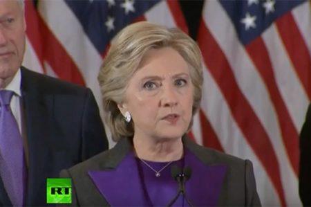 Hillary acepta la 'dolorosa' derrota ante Trump
