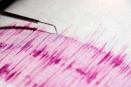 Evacuan 4 regiones tras sismo de 7.6 y alerta de tsunami en Chile