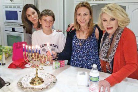 Joan Rivers 'envía' mensaje navideño