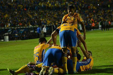 Tigres muy cerca de otra final; ganan 2-0 a Xolos