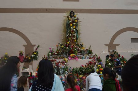 Festejan y agradecen a la Virgen de Guadalupe en su día