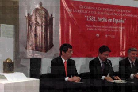 Japón regala a México réplica de 'El reloj de Ieyasu'