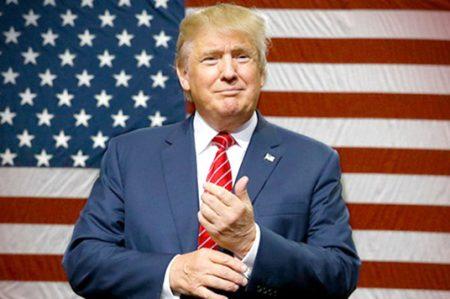 Trump recibe junto a Hillary Clinton a turistas en la Casa Blanca