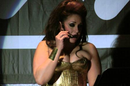 'Rent' canta al amor con su invitada Regina Orozco