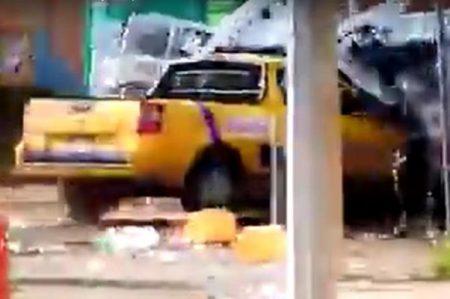 Reportan 4 agentes heridos en desalojo a planta de Pemex en Rosarito
