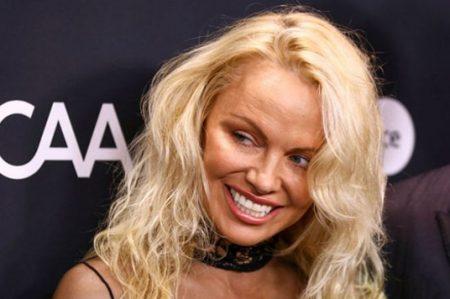 Pamela Anderson sorprende con su nuevo rostro