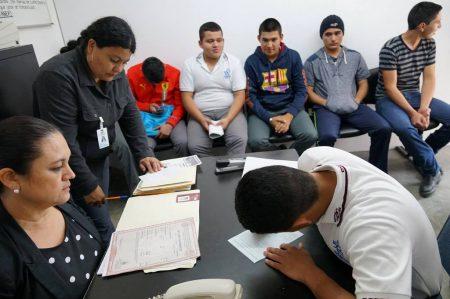 Invitan a jóvenes a trámite de Cartilla Militar