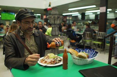 El estómago vacío de Bruno Bichir es la brújula que lo guía