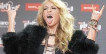 Paulina Rubio comparte imagen, tras caída en concierto