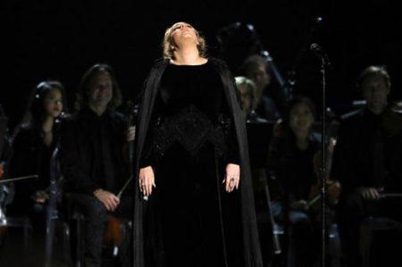 De Adele a Patti Smith, errores en vivo