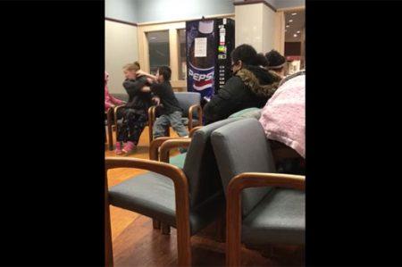 Conmociona video de niño agrediendo a golpes a su madre
