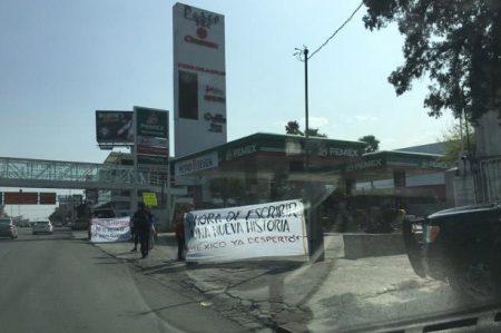 Ciudadanos impiden acceso a centros de distribución de Pemex en NL