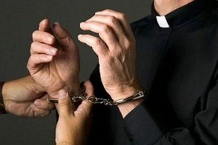 Encarcelan a cura por abusar de menor cuando la confesaba