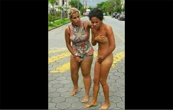 Paseó desnuda por la calle a la amante de su esposo