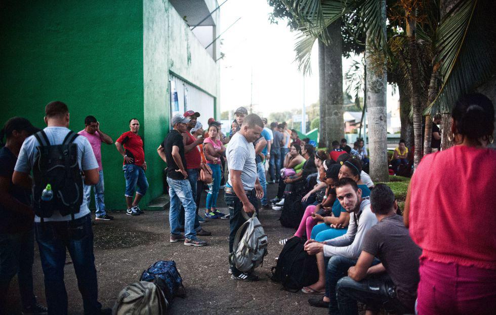 Cubanos varados en México piden a Trump que les abra la frontera