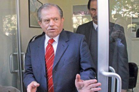Padre de Medina comparece ante Subprocuraduría; cambia abogados