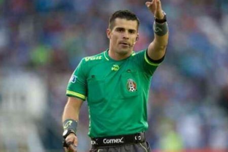 Árbitros amagan con huelga si no hay castigo ejemplar para Aguilar