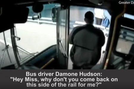 Heroico rescate de conductor de autobús salva la vida de joven suicida (VIDEO)