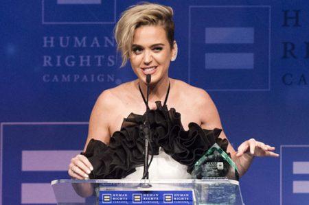 Katy Perry habla sobre sexualidad al recibir premio a la igualdad