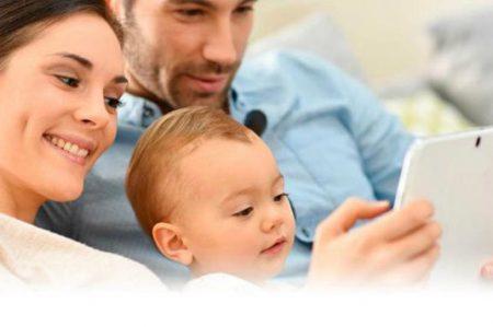 Millennials aprenden a ser mejores padres con YouTube