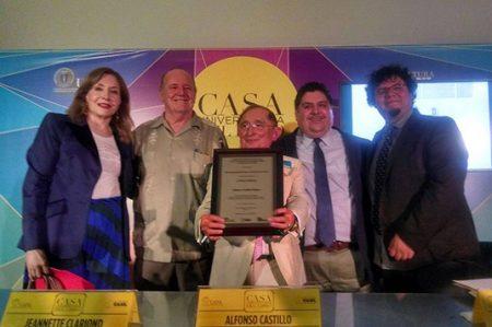 Recibe Alfonso Castillo emotivo homenaje en Casa del Libro
