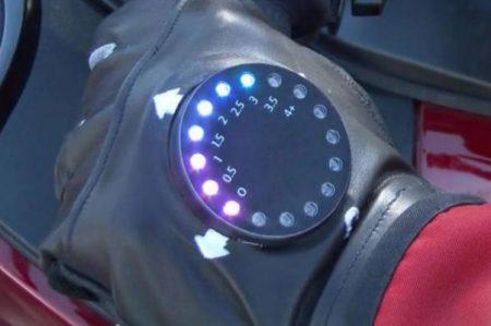 Guantes con navegador GPS para conducir